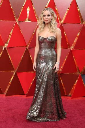 Jennifer Lawrence på röda mattan inför Oscarsgalan 2018.