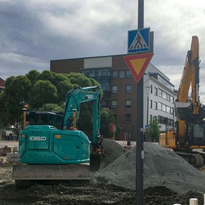 Rovakadun kaukolämpötyömaa Rovaniemen keskustassa.