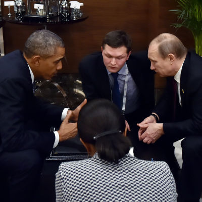 Presidenterna Barack Obama och Vladimir Putin vid G20-toppmötet i Turkiet 15.11.2015