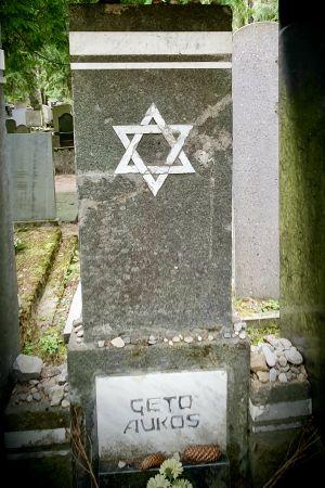 Ett minnesmärke till Förintelsens offer på den judiska kyrkogården i Vilnius.