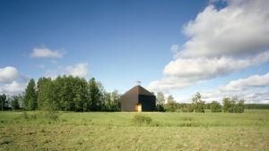 Arkkitehti Anssi Lassilan suunnittelema Kärsämäen kirkko
