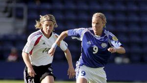 Laura Kalmari-Österberg, fotbollsspelare