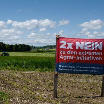 Odlingar i Schweiz. Plakat inför folkomröstning om ekologisk odling.