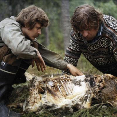 Heikki Kinnunen ja Leo Lastumäki elokuvassa Lampaansyöjät.