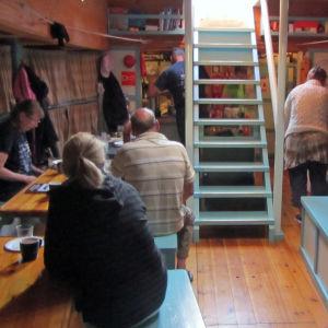 Aamiaisella Kaljaasin salongissa