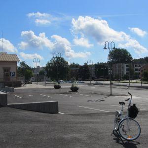 Trafikcentret i Ekenäs är inte cykelvänligt, anser cyklisten Leif Höckerstedt.