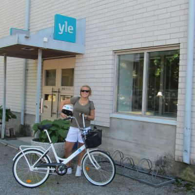 Malin Valtonen är redo för att cykla från Lappvik till Hangö.