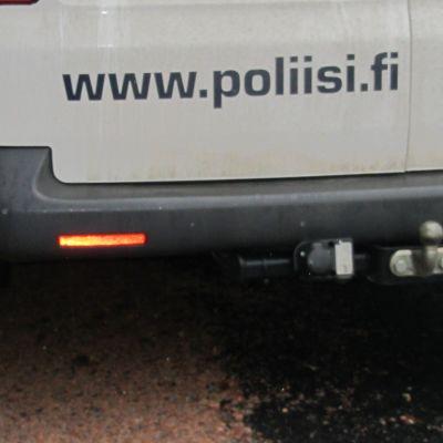 Polisens webbadress på polisbilen.