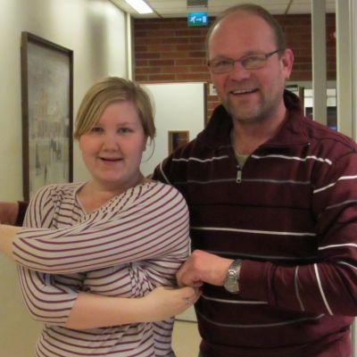 Anna Lindh och Marco Lehtikangas tar sig en svängom.
