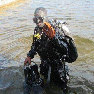 Mårten Engberg vid simmis i Ekenäs