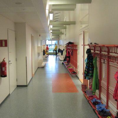 Korridor i sjundeå svenska skola