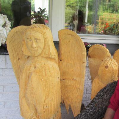 Hannu Hämäläinen puu veistos enkeli veistos