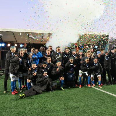 Rovaniemen palloseura sai jalkapallon Veikkausliigan hopeamitalit kaulaansa 27.10.2018.