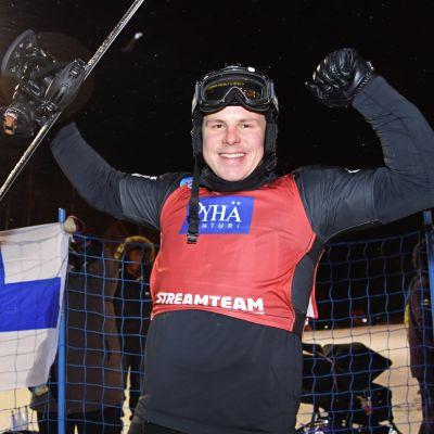 Paralumilautailija Matti Suur-Hamari