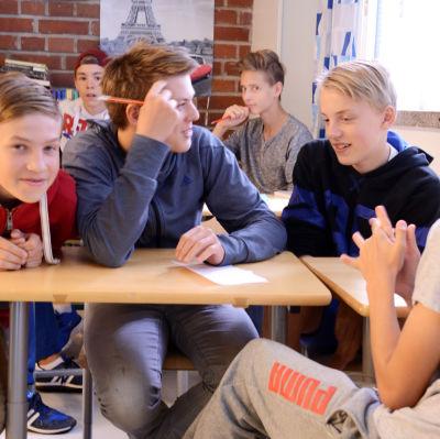 Klass 8D i Hoplaxskolan.