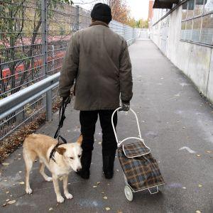 Itä-Helsingin todellisuus niiden silmin, jotka auttavat sosiaalisen turvaverkon läpi pudonneita.