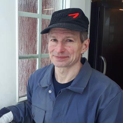 Jukka Nieminen kotitilallaan Salossa.