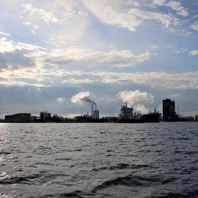 Oulun satama kesäaamuna 2019.