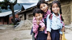 tre nepalesiska flickor