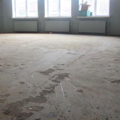 renoveringen av golven i lovisa gymnasium april 2016