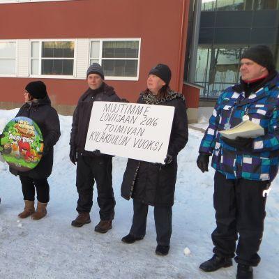 Föräldrar flyttade i år till Lovisa för att få en fungerande byskola