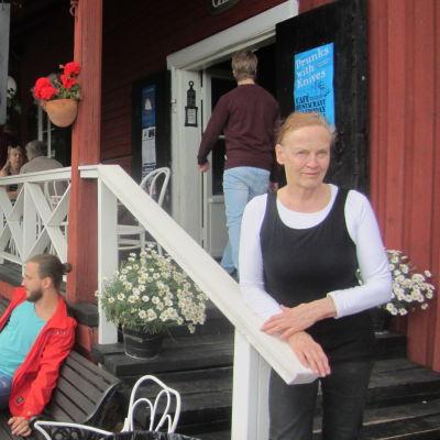 Krögare Marja Kühn vid Cafe Saltbodan i Lovisa
