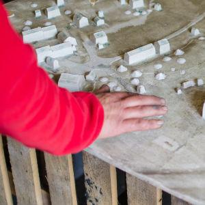 Modell för bronsminiatyren av Stundars museiområde.