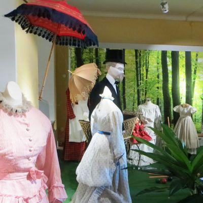 Utställningen badortsliv i Lovisa stads museum