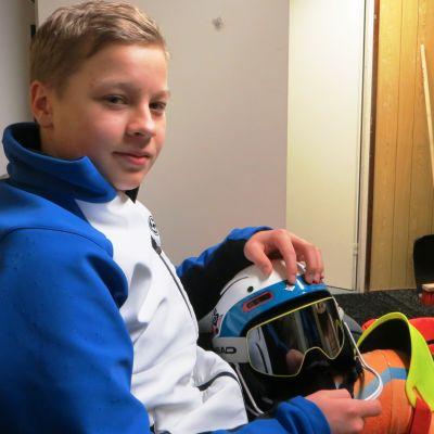 Den unga slalomåkaren Rasmus Gustafsson från Borgå siktar högt