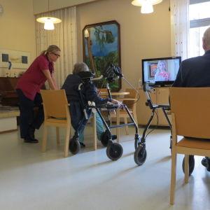 Äldre på sjukhusavdelning vid Näse sjukhus i Borgå