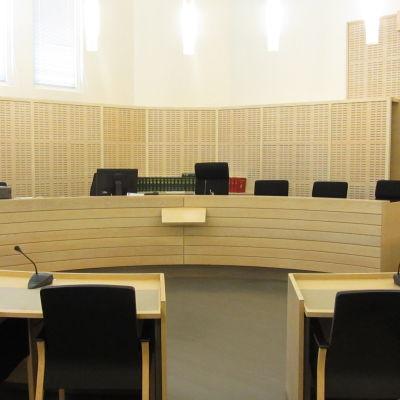 Rättsalen i Västra Nylands tingsrätt.