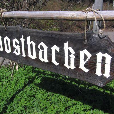 Skylt vid Postbacken.