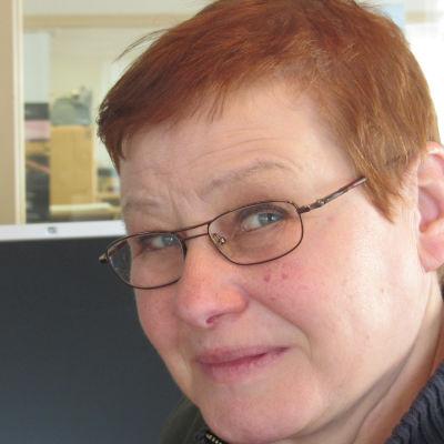 Eivor Lindholm är redaktör på Svenska Yle och arbetar för Radio Vega Östnyland.