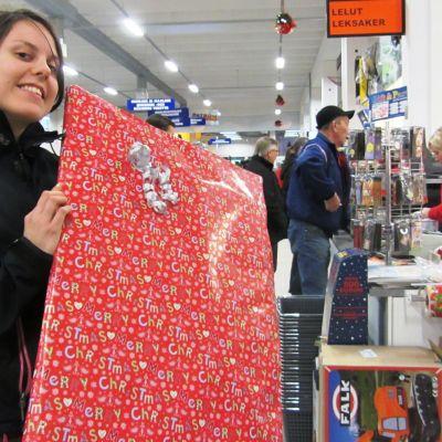Lina Smeds handlar julklappar.