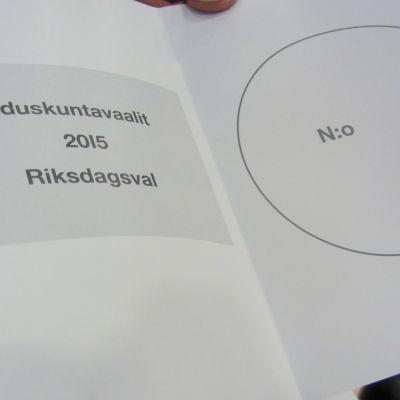 Valsedel i riksdagsvalet 2015.