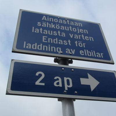 Laddningsstation för elbilar.