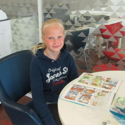 Frida Friberg i Ingå bibliotek
