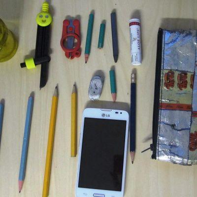 kyniä ja työvälineitä