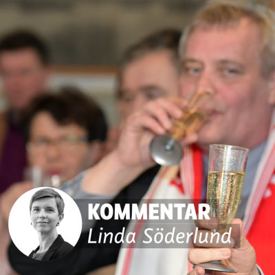 Antti Rinne och Stefan Löfven dricker skumpa.