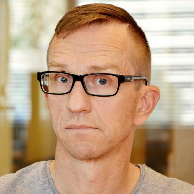 Linus Hoffman är redaktör och arbetar för Svenska Yle.