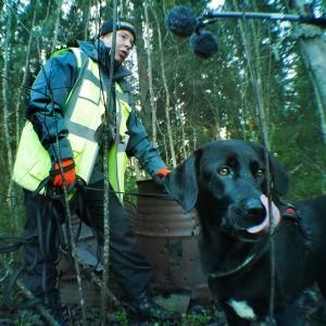 Etsintäjaksoa äänitettäessä mikrofoni pysyi mukana myös metsässä.