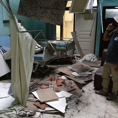 En jordbävning har orsakat skador i ett sjukhus i Blitar, östra Java