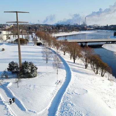 Kuusankosken rantapuisto talvella ilmasta nähtynä