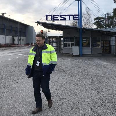 Neste Naantalin jalostamon pääluottamusmies Kimmo Aho.