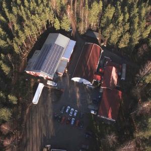 Flygbild över området där företagen Soya och Makrobios finns i Leksvall.