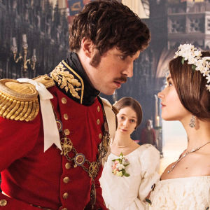 Kuningatar Victorian sydän sykki kahdelle miehelle.