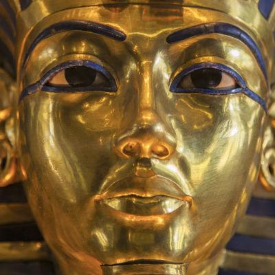 Kuningas Tutankhamonin kultainen kuolinnaamio.