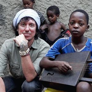 Sami Yaffa tekemässä Sound Tracker -ohjelmaa Etiopiassa.