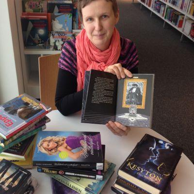 Marjo Asikainen esittelee nuorten kirjasuosikkeja