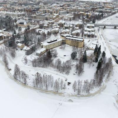 Rovaniemen kaupunki. Edustalla rakennettavaksi kaavailtu Sairaalanniemi.